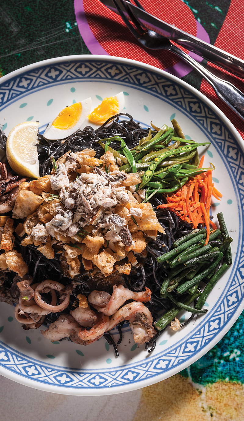 Squid ink pancit malabok